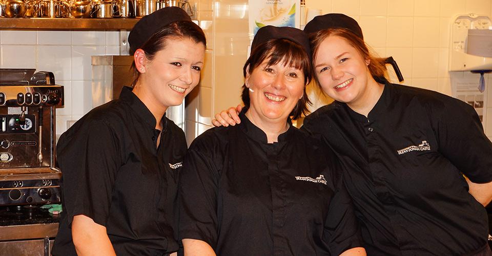 Eilean Donan - coffee shop girls