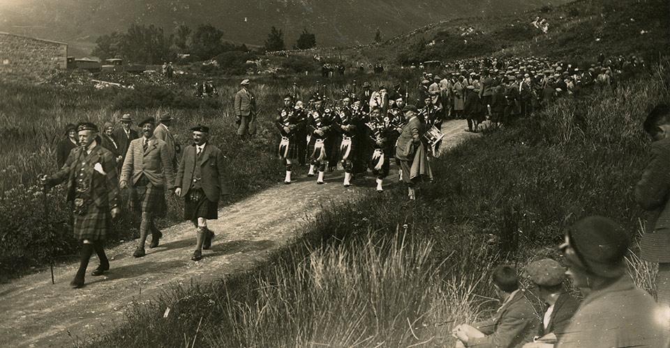 Eilean Donan - procession